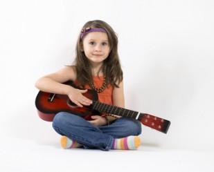 http://www.aupiedleve.beGuitare - Enfants